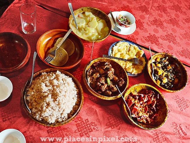 bhutan food Ema Datchi red rice
